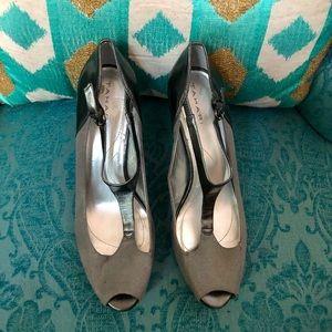 """Tahari Gray Suede & Leather Strap Heels 3""""Heel"""